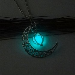 Collier lune luminescente...